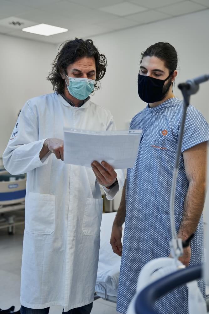 Doktor i pacijent analiziraju rezultate