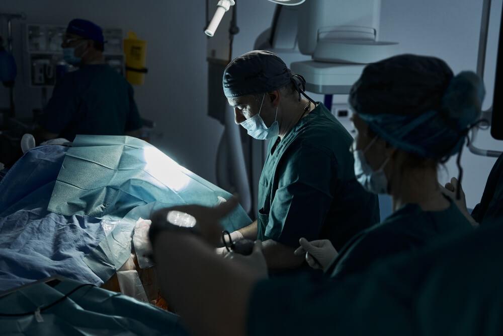 Operacija karotidnih arterija u toku